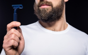 Electric Shaver vs Razor: A Complete List of Pros and Cons
